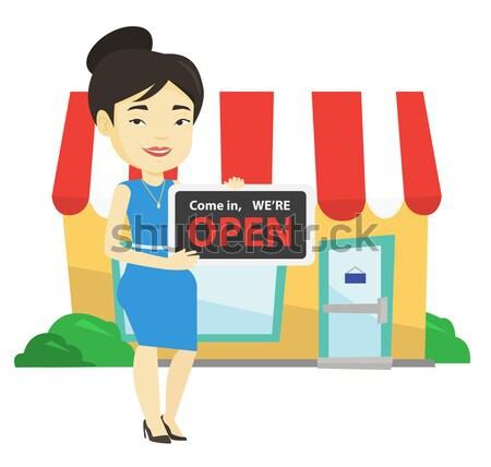 Weiblichen Laden Eigentümer halten öffnen freundlich Stock foto © RAStudio