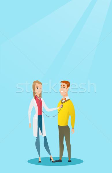 Médico escuchar pecho paciente jóvenes caucásico Foto stock © RAStudio
