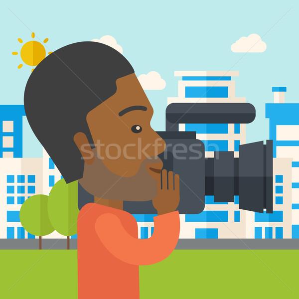 Kareraman hipszter videókamera elvesz videó épületek Stock fotó © RAStudio
