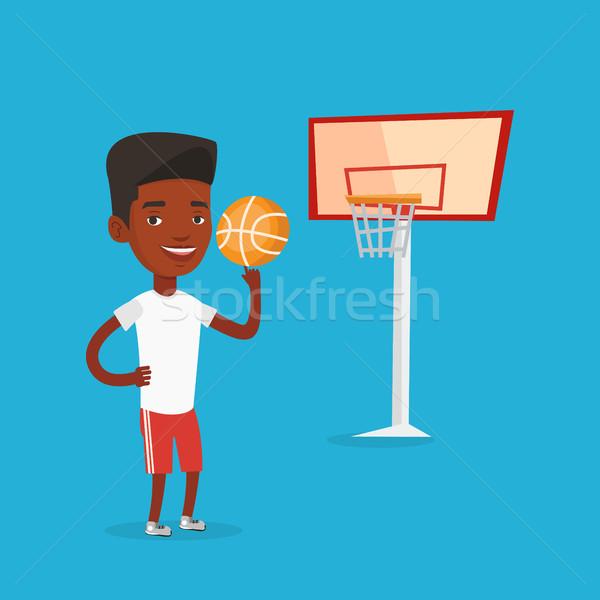 Сток-фото: молодые · мяча · улыбаясь · спортсмен · баскетбол