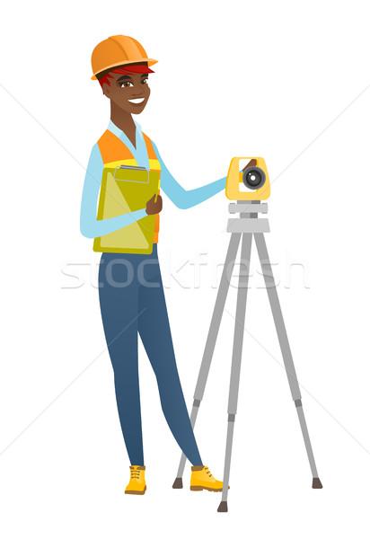 Africano construtor trabalhando jovem em pé Foto stock © RAStudio