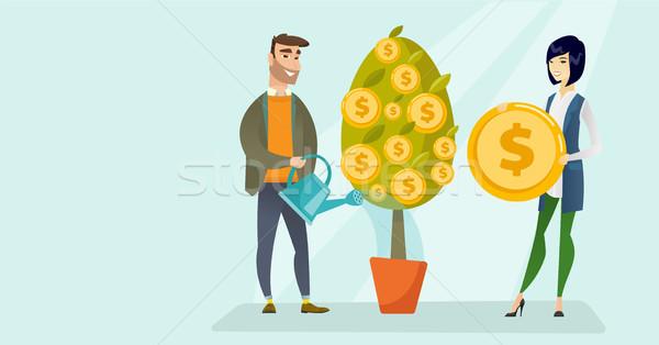 Fiatal kaukázusi fehér férfi locsol pénzügyi fa Stock fotó © RAStudio