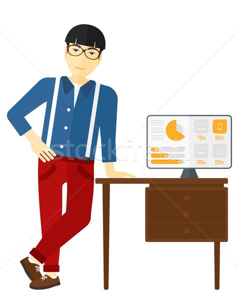 Stockfoto: Vrolijk · kantoor · asian · man · tabel