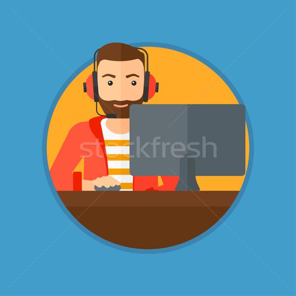 Adam oynama bilgisayar oyunu sakal kulaklık Stok fotoğraf © RAStudio