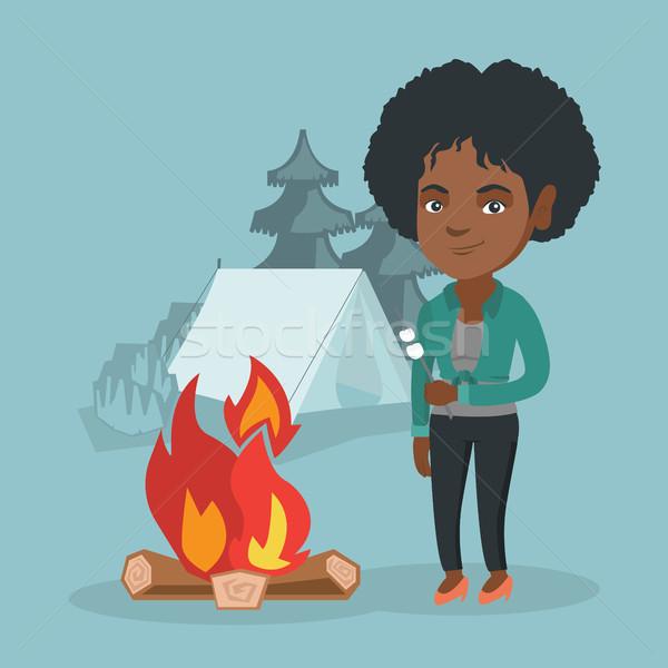 Africano mulher marshmallow fogueira camping Foto stock © RAStudio