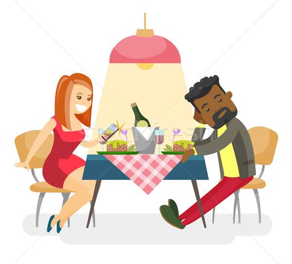 Jonge paar romantische datum restaurant Stockfoto © RAStudio