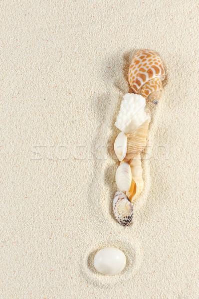 Signo de admiración arena mar fondo signo Foto stock © raywoo