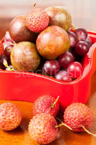 Frutas grupo mesa de madeira uvas tropical fresco Foto stock © raywoo
