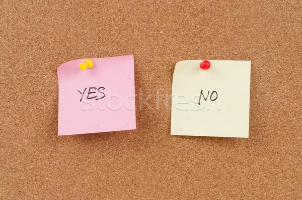 Evet sözler yazılı kâğıt mantar pano Stok fotoğraf © raywoo