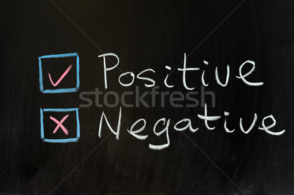 Positief negatieve krijttekening schrijven Blackboard rechter Stockfoto © raywoo