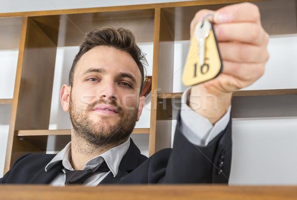 Recepcionista clave imagen escritorio cliente selectivo Foto stock © RazvanPhotography