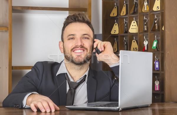 Portret receptionist glimlachend telefoon bureau klein Stockfoto © RazvanPhotography