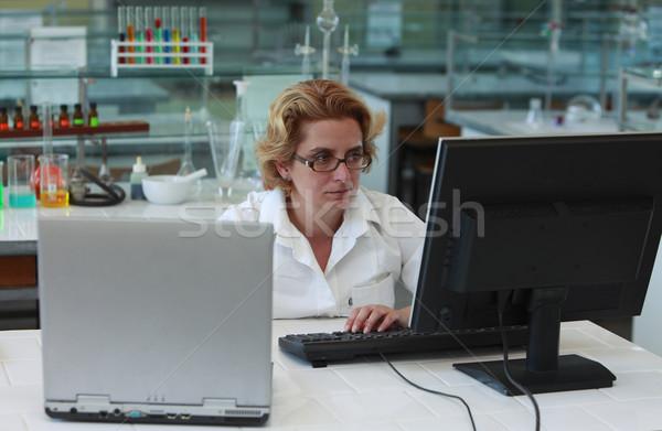 Kutató dolgozik számítógépek női laboratórium nő Stock fotó © RazvanPhotography