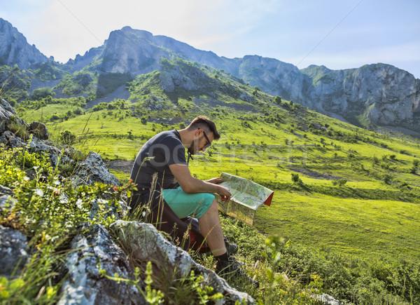 Turysta Pokaż góry studia ścieżka człowiek Zdjęcia stock © RazvanPhotography