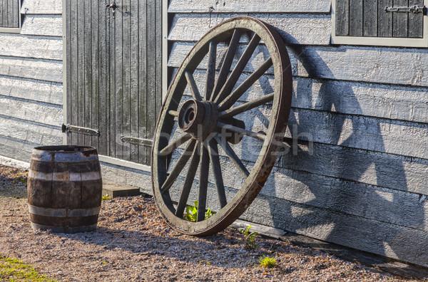 Rouillée vieux roue image baril mur Photo stock © RazvanPhotography