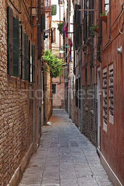 Keskeny utca Velence kép tipikus falak Stock fotó © RazvanPhotography