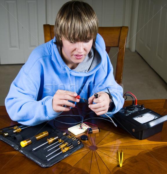 Adolescente adolescente menino medir resistência circuito Foto stock © rcarner