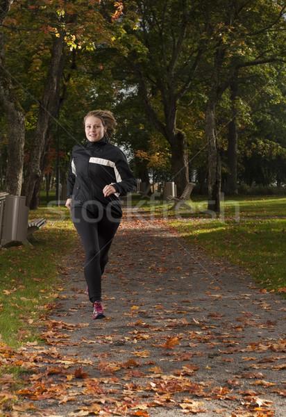 Kobieta piękna kobiet sportowiec uruchomiony Zdjęcia stock © Reaktori