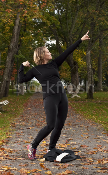 Zwycięstwo stanowią atrakcyjna kobieta sportowiec sportu wykonywania Zdjęcia stock © Reaktori
