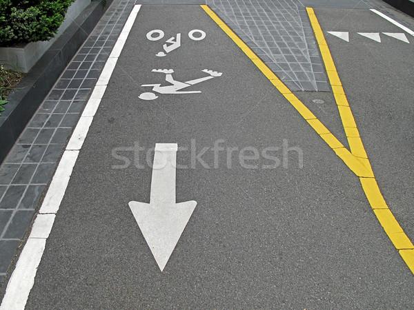 Vélo ligne blanche peint signes vélo Photo stock © RedDaxLuma