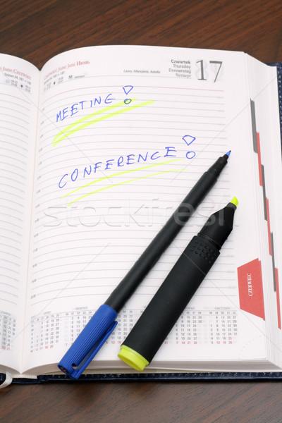 Diário notas marcador caneta mesa de madeira papel Foto stock © remik44992