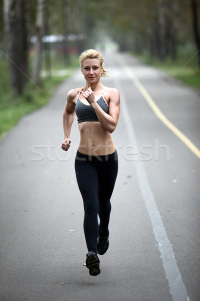 Mulher corrida ao ar livre parque sorridente Foto stock © restyler