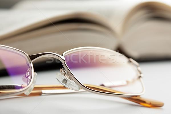 Olvasószemüveg nyitva régi könyv könyv iskola szemüveg Stock fotó © restyler