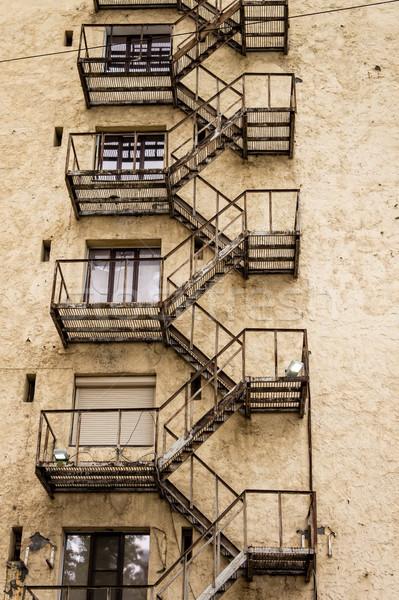 Yangın kaçış merdiven Metal duvar Stok fotoğraf © reticent