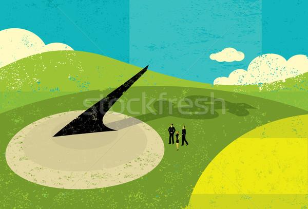 Czas to pieniądz ludzi biznesu patrząc ogromny zegar słoneczny ludzi Zdjęcia stock © retrostar
