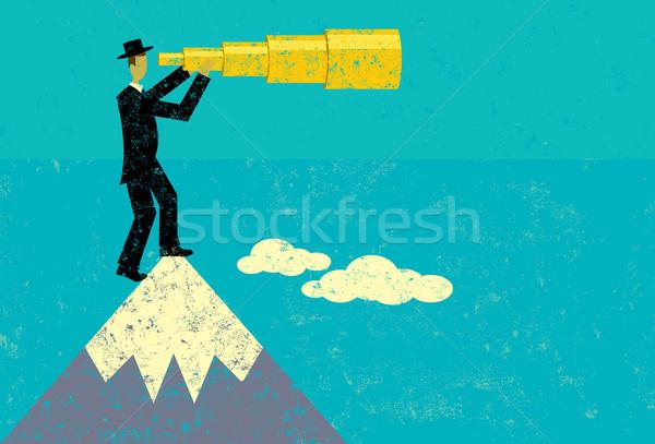 Człowiek patrząc przyszłości oddzielny górskich Zdjęcia stock © retrostar