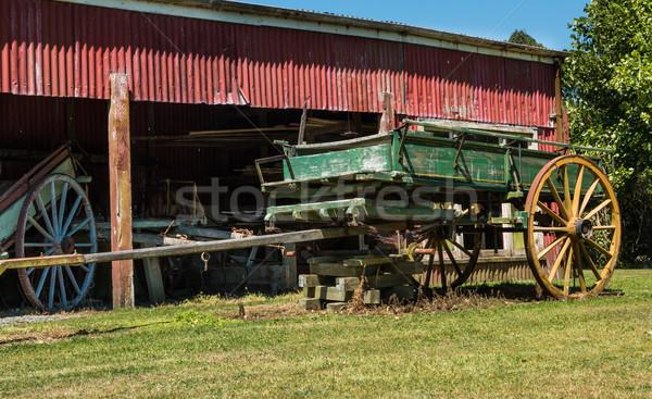 Oude boerderij groene houten Stockfoto © rghenry