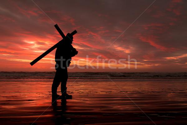 Piros naplemente kereszt szállít férfi tengerpart Stock fotó © rghenry