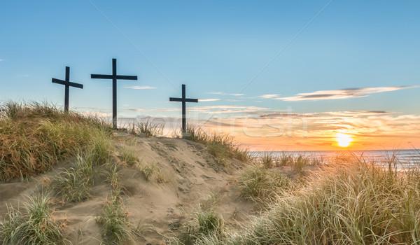 Tengerpart három keresztek homokdűne naplemente tenger Stock fotó © rghenry