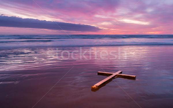 Cruz blanco lavado hasta playa puesta de sol Foto stock © rghenry