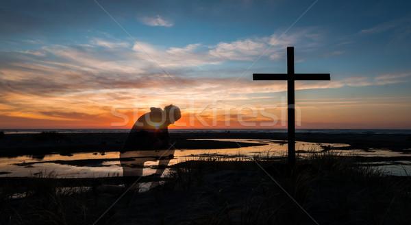 Stockfoto: Zonsondergang · kruis · man · achter · strand