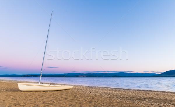 Vitorla csónak tengerpart tó Új-Zéland Stock fotó © rghenry