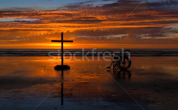Kereszt kerék szék tengerpart tenger sziluett Stock fotó © rghenry
