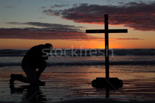Człowiek krzyż plaży boga fale Zdjęcia stock © rghenry