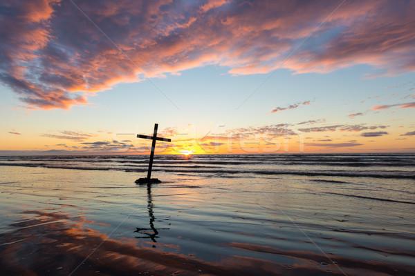 Kruis zonsondergang zwarte strand water Stockfoto © rghenry