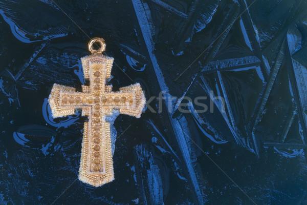 Mavi buz çapraz bir altın kırık Stok fotoğraf © rghenry
