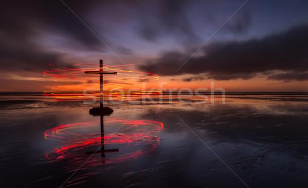 Pierścienie zbawienie krzyż czarny plaży świetle Zdjęcia stock © rghenry
