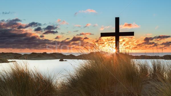 ストックフォト: 湖 · ビーチ · 日没 · クロス · 黒 · 砂丘