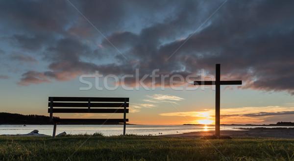 парка сиденье один черный крест закат Сток-фото © rghenry
