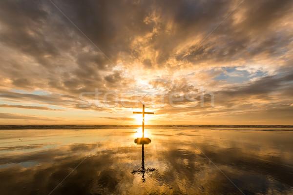 Kruis strand zonsondergang prachtig reflectie Stockfoto © rghenry