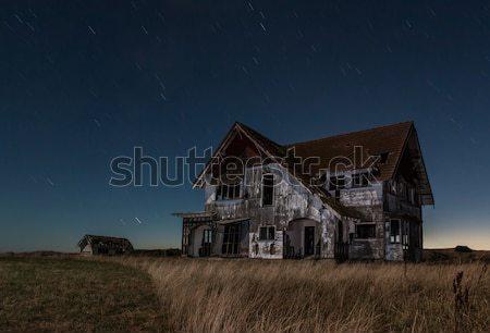 Nagy régi ház egy fut lefelé éjszaka Stock fotó © rghenry