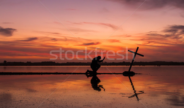 Macht gebed kruis man voortvarend meer Stockfoto © rghenry