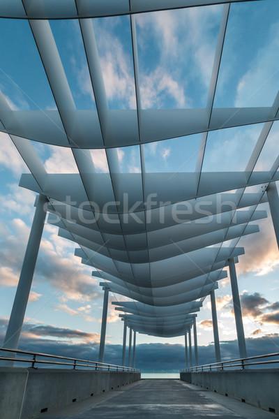 Krzywa dachu nowego nowoczesne plaży Zdjęcia stock © rghenry