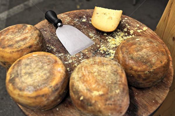 Fromages table en bois faible roues couteau alimentaire Photo stock © rglinsky77