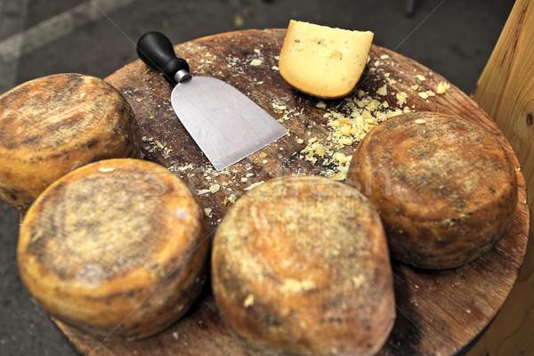 Peynir ahşap masa küçük tekerlekler bıçak gıda Stok fotoğraf © rglinsky77