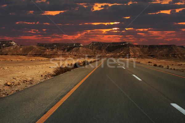 Zonsondergang bergen krater mooie snelweg lopen Stockfoto © rglinsky77